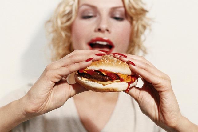 Hány kalóriát égethetünk el egy kis szerelmeskedéssel?